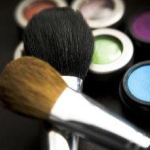 How to test beauty products safely before buying