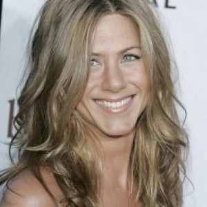 Channel Jennifer Aniston with 3 great beauty tips