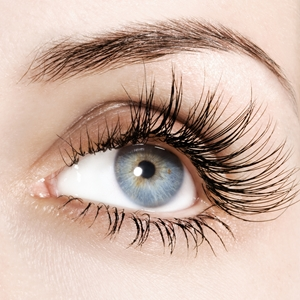How to apply fake eyelashes with ease