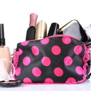 How to pack your travel makeup case