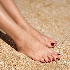 Painting the best pedi for beach weather