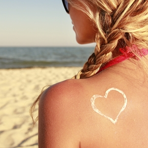 Perfect hairstyles to tame that beach hair