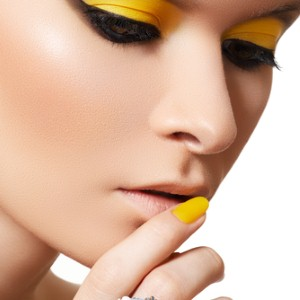 Take a chance this summer with yellow eyeshadow