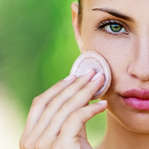 Use powder foundation to beat the heat