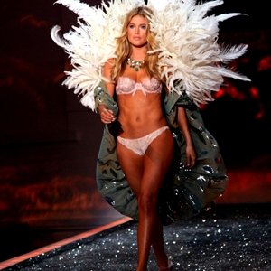 Victoria's Secret latest hair and makeup trends
