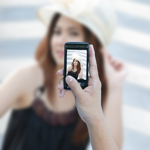 Ways to look like a bombshell in cellphone photos